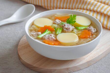 Photo pour Clear soup with egg tofu and minced pork, Thai food - image libre de droit