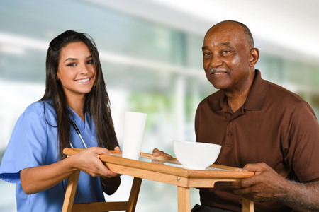 Foto de Health care worker helping an elderly patient - Imagen libre de derechos