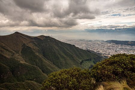 Photo pour Panorama of Quito from the Ruku Pichinca volcano (15,413 ft) - image libre de droit