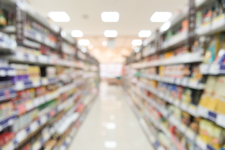 Photo pour Blurry view of supermarket,Wide perspective view shelves variety of snacks, defocused blurry background bokeh light in supermarket. Business concept. - image libre de droit