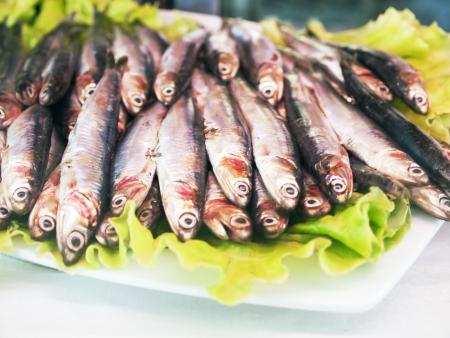 Pequeña Pescado fresco  anchoas, sardinas, espadín