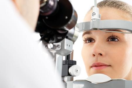 Foto de Eye examination. - Imagen libre de derechos