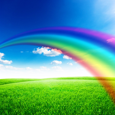 Photo pour Green field under blue sky with sun and rainbow. Beauty nature background - image libre de droit