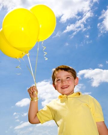 Photo pour Happy child with balloons - image libre de droit
