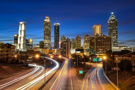 Foto de Atlanta downtown skyline during twilight blue hour - Imagen libre de derechos