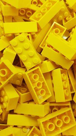 Photo pour Gold Coast, Queensland/Australia - June 11th: Yellow rectangle Lego bricks piled up at the lego store at Dreamworld - image libre de droit