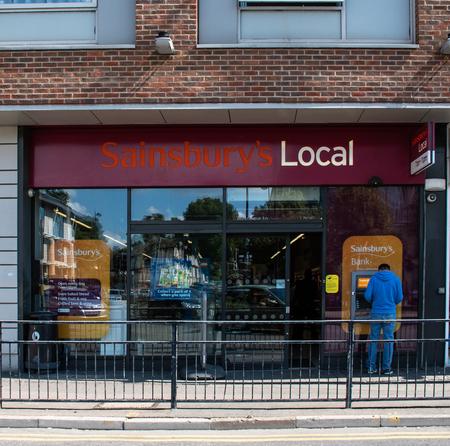 Photo pour Maidenhead, United Kingdom - September 01 2018:   Entrance to Sainsburys local in Queen St - image libre de droit