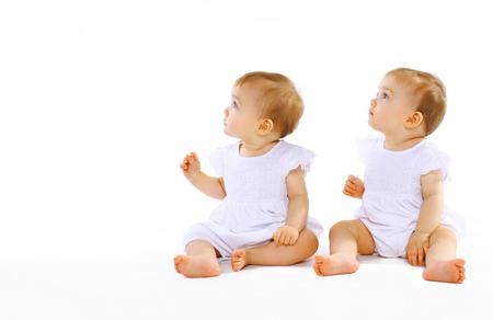 Photo pour Two beautiful twins baby - image libre de droit