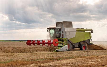 Foto für Combine harvester in action on wheat field. - Lizenzfreies Bild