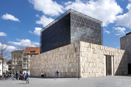 Photo pour Munich, Germany: Square with building of the Jewish religious community (Kultusgemeinde) with Jewish Museum in the background in the city center of the Bavarian capital. April 29, 2016 - image libre de droit