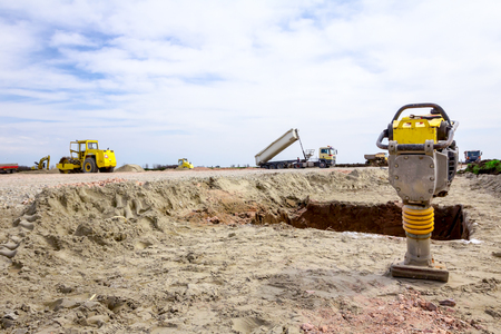 Photo pour Small plate compactor, vibratory hammer, jumping jack machine, power tool at construction site - image libre de droit