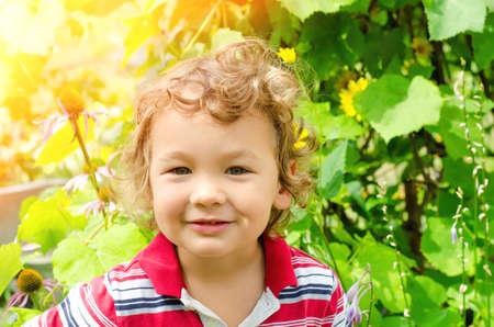 Photo pour happy little boy portrait outdoors - image libre de droit