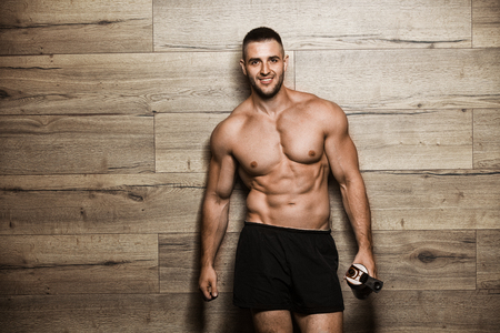 Photo pour Handsome man with big muscles, posing at the camera - image libre de droit