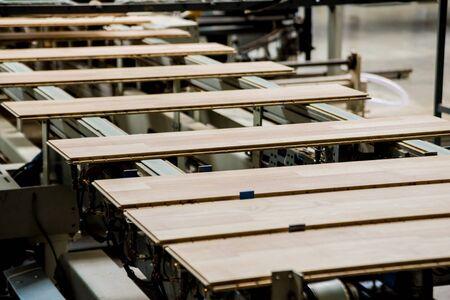 Photo pour Production line of the wooden floor factory. CNC automatic woodworking machine. - image libre de droit