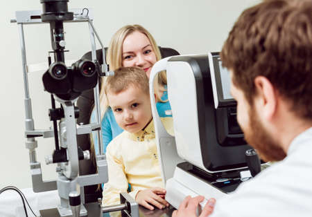 Photo pour Slit lamp examination. Biomicroscopy of the anterior eye segment. - image libre de droit
