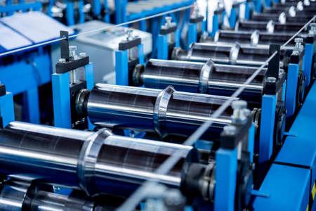 Photo pour Metal sheet forming machine at the modern metalwork factory. - image libre de droit