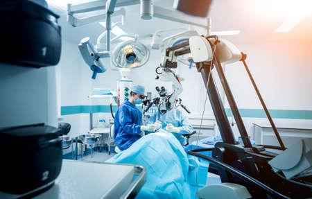 Photo pour A team of surgeons performing brain surgery to remove a tumor. - image libre de droit