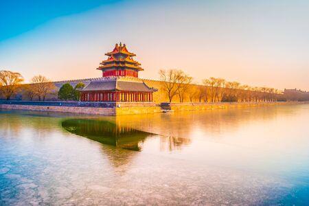 Foto für The wall and frozen moat of the Forbidden City at sunset. Beijing, China. - Lizenzfreies Bild