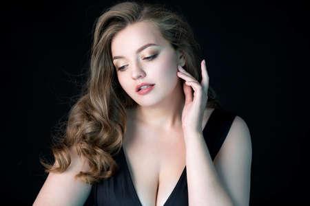 Photo pour Young beautiful woman with natural makeup on black background. Beauty & Skin care concept. Plus size model. - image libre de droit