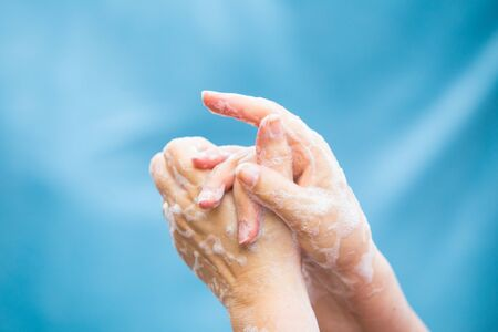 Photo pour Coronavirus global pandemic hand washing prevention - image libre de droit