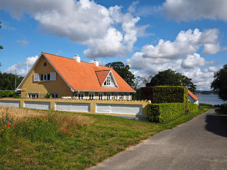 Photo pour Beautiful classical summer house by the sea ocean Funen in Denmark -  great escape on vacations - image libre de droit
