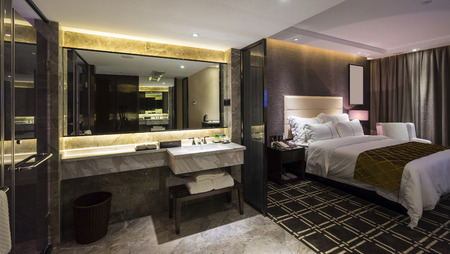 Photo pour luxury hotel bedroom with nice decoration - image libre de droit