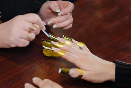 Making acrilic nails