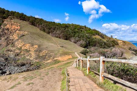 Photo pour Beautiful view of Walking track of the cape Byron Bay - popular tourist destination, New South Wales, East coast of Australia. - image libre de droit