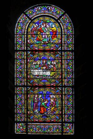 Foto de Stained glass window at Cathedral of Saint Julian (Cathedrale St-Julien du Mans) in Le Mans, Maine, France - Imagen libre de derechos