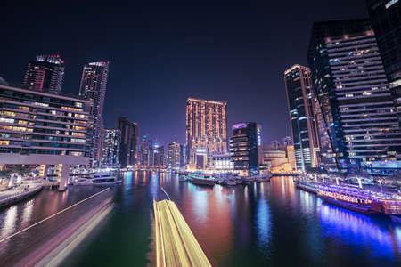Photo pour Dubai Marina at night - image libre de droit