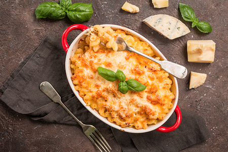 Photo pour Mac and cheese, american style pasta - image libre de droit