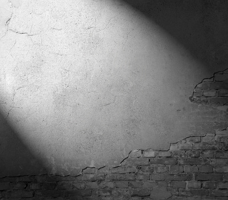 Photo pour plastered wall texture background, black and white background with beam of spot light - image libre de droit