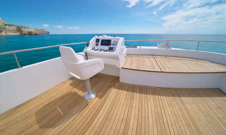 Foto de Ocean calm water view from yacht flybridge open deck, modern and luxury equipped with navigation dashboard devices. Lifestyle freedom concept. - Imagen libre de derechos