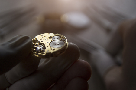 Photo pour Watchmaker is repairing the mechanical watches in his workshop - image libre de droit