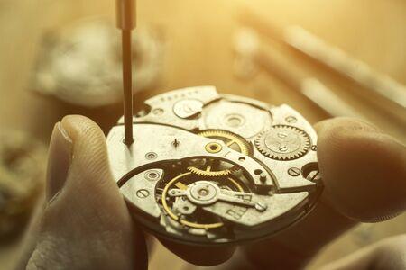 Photo pour Watchmaker is repairing the wristwatch, mechanical watch - image libre de droit