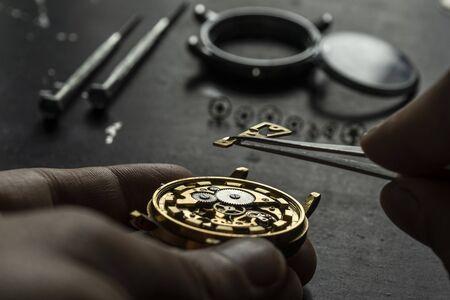 Photo pour Mechanical watch repair. Watchmaker is repairing - image libre de droit