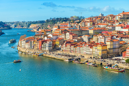 Foto de Cityscape of Porto (Oporto) old town, Portugal. Valley of the Douro River. Panorama of the famous Portuguese city. Popular tourist destination - Imagen libre de derechos