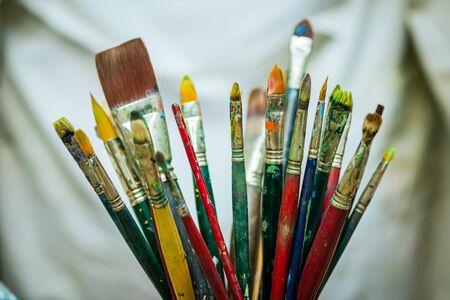 Photo pour Painters different brushes style for acrylic and oil paint multicolor - image libre de droit