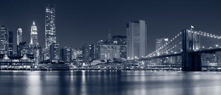 Photo pour Manhattan, New York City. Image of Brooklyn Bridge with Manhattan skyline in the background. - image libre de droit