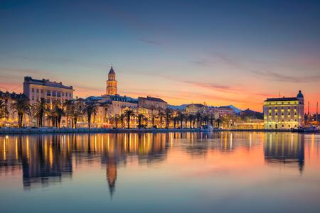 Photo pour Split. Beautiful romantic old town of Split during beautiful sunrise. Croatia,Europe. - image libre de droit