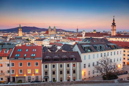 Foto de Linz, Austria. Aerial cityscape image of Linz, Austria during sunset. - Imagen libre de derechos