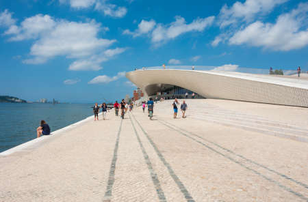 Foto per Lisbon, Portugal: MAAT - People at the Museum of Art, Architecture and Technology. Designed by the British architect Amanda Levete - Immagine Royalty Free