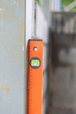 Photo pour Water level gauge for balancing the building - image libre de droit