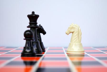 Photo pour White knight facing black chess - insurance and financial concept - image libre de droit