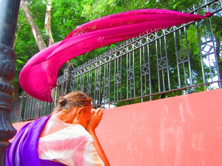 A WOMAN LUNATIC AT GANDHI MAIDAN, PATNA, BIHAR. SUCH CASES ARE ON THE RISE IN STRESSED INDIA,. SHOT AT GANDHI MAIDAN, PATNA, BIHAR, AFTERNOON HOURS ON 27.08.12
