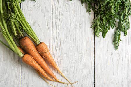 Foto für Freshly grown carrots on wooden table - Lizenzfreies Bild