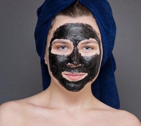 Foto de Young woman with cosmetic facial mask - Imagen libre de derechos