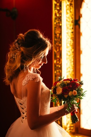 Foto de Portrait young beauty bride near the window. - Imagen libre de derechos