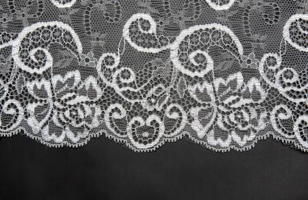 Photo pour Decorative white lace on insulated black background - image libre de droit