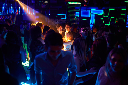 Photo pour many people in the club laughing at a nightclub - image libre de droit